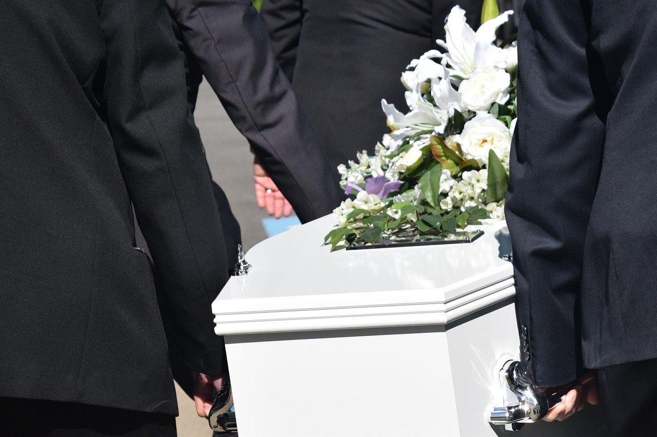 友人の親が亡くなった場合のお悔やみの言葉は?【伝え方】